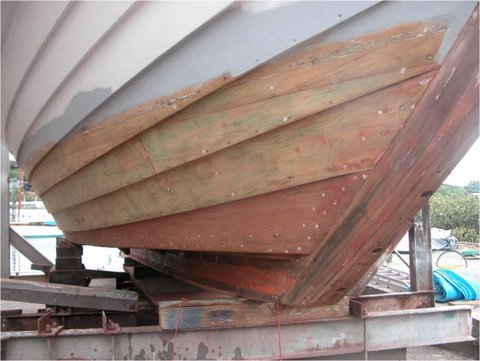 How to - hints on removing bottom paint off a wooden hull