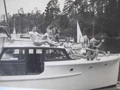TIROMOANA RICKETTS FAMILY ABOARD XMAS 1945