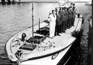 W1 - WWII AT GISBORNE -- CIRCA 1942