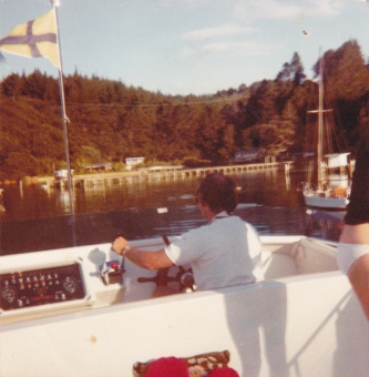 TIARRI FLYING BRIDGE SCHOOLHOUSE BAY KAWAU 1982