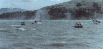 Akaroa willy-waws Moerangi at anchor