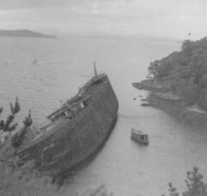 REWA WRECK AT HANSONS ISLAND CIRCA 1950'S