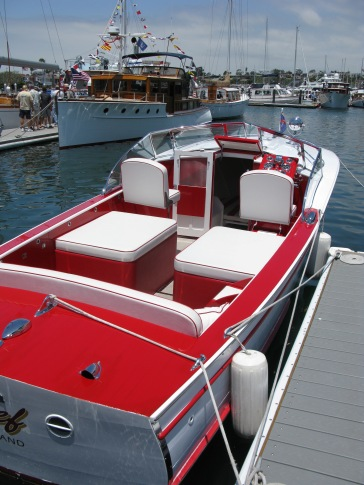"CHIEF 1947 Chris Craft ""Red & White"" Express Cruiser 25'"