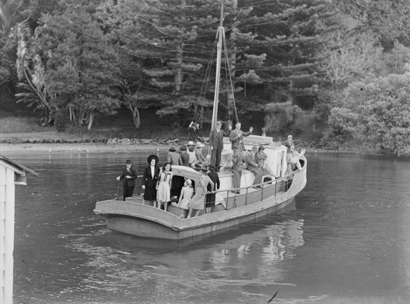 NANCIBEL - 223  -1940s- MANSION HOUSE  BAY - T. COLLINS COLLECTION EX MUSEUM - I.D PH-2013-7-TC-B517-08