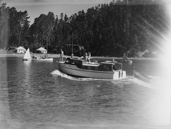 ROBIN GAE - CONNIE V KAWAU 1938