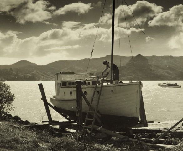 te Papa Man at work on boat, 1950s, New Zealand, by Eric Lee-Johnson.