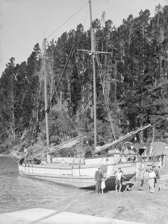 THISTLE - SCOW - KAWAU -1940s -01