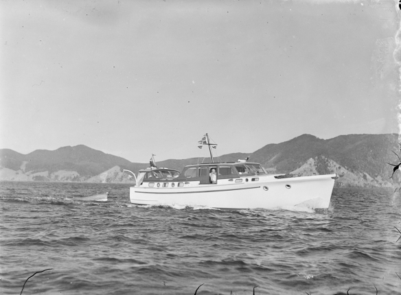 LADY EILEEN - OTEHEI BAY-1952 - T.COLLINS COLLECTION EX MUSEUM I.D. PH-2...
