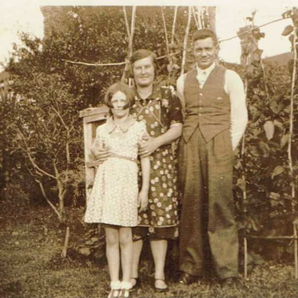 Vera, Jack and daughter Shirley Greenhalgh